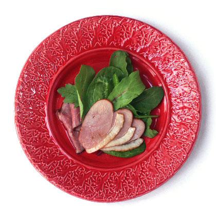 赤い食器(クリスマスプレートに)