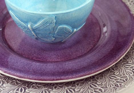 パープル色の食器