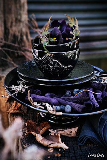 黒い食器(ケーキスタンド)