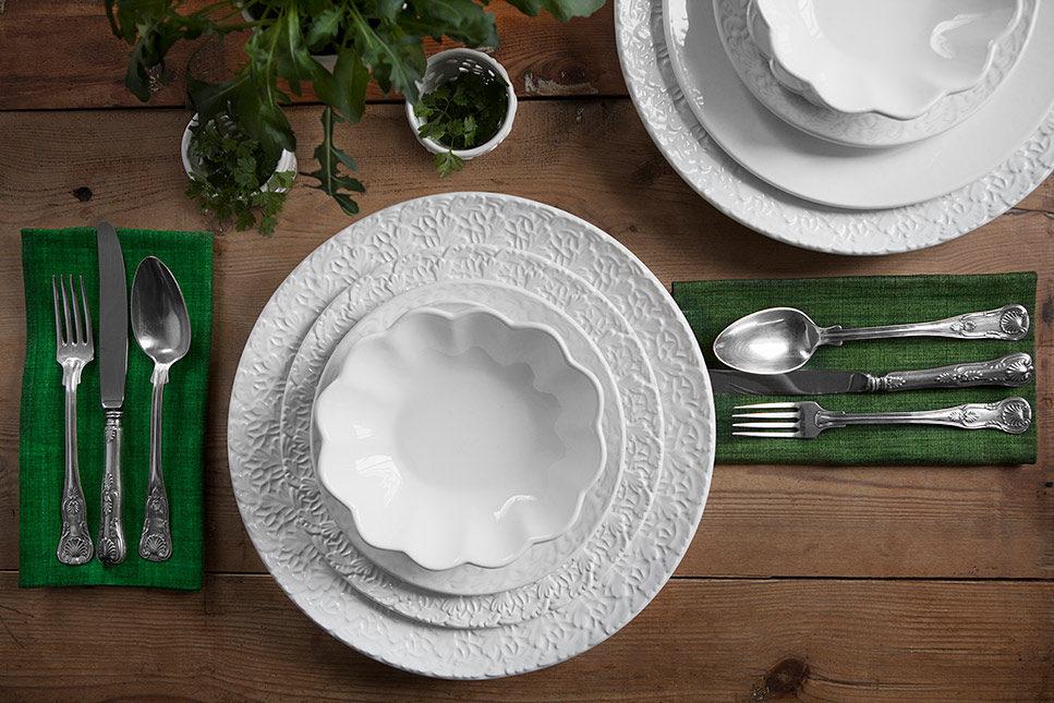 MATEUS白い食器のテーブルコーディネート