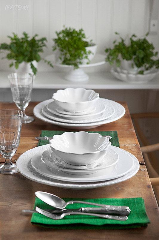 マテュース白い食器のテーブルコーディネート
