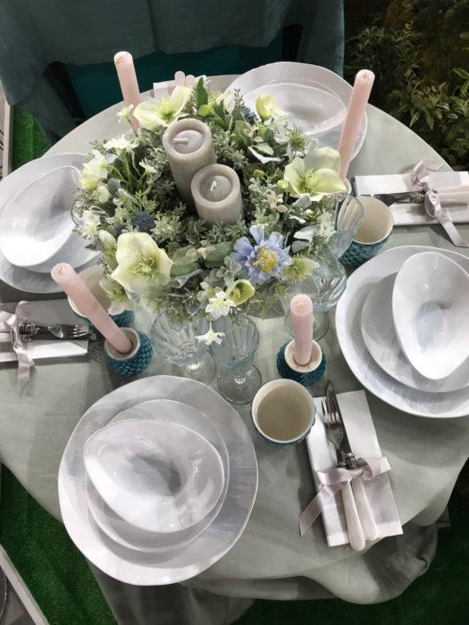 マテュースの白い食器のテーブルコーディネート