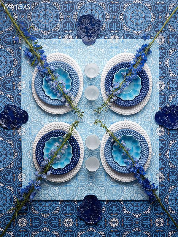 ホワイトとブルーの食器 テーブルコーディネート