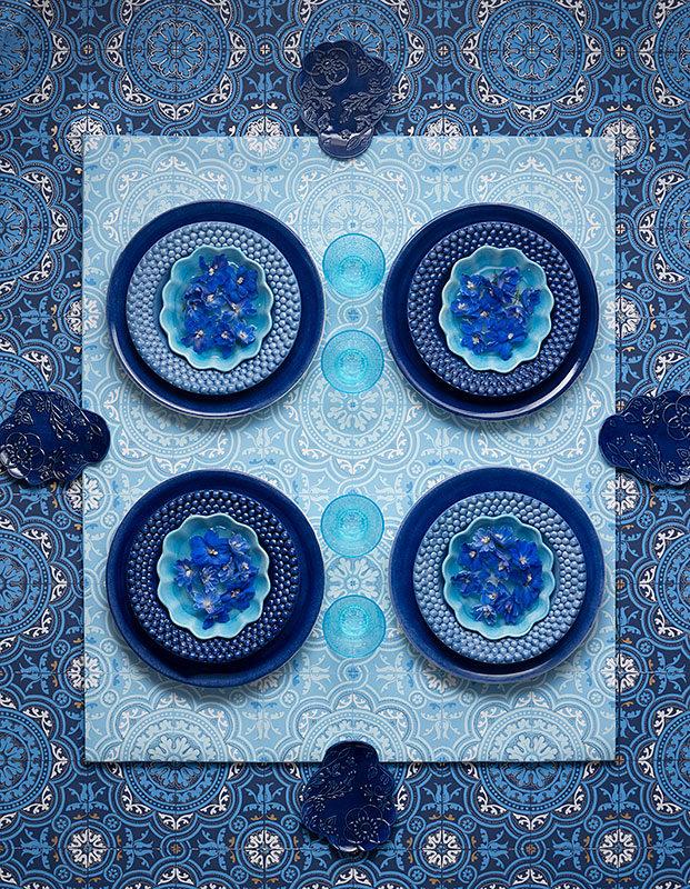 ブルーの食器