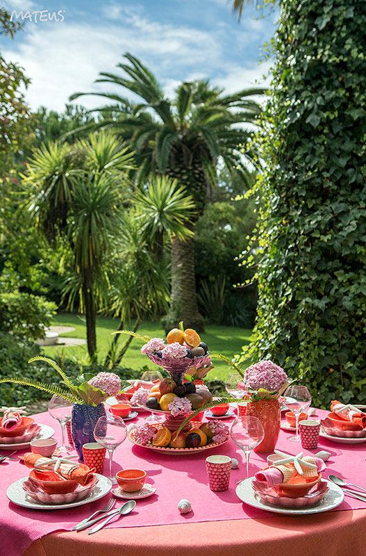 ピンクとオレンジのテーブルコーディネート