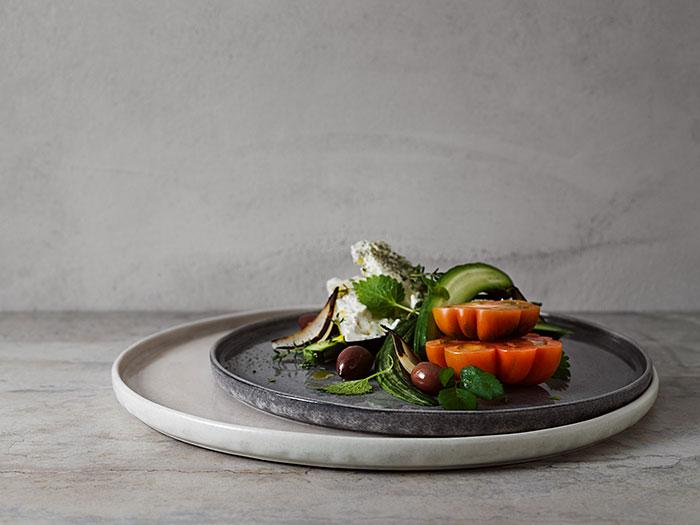グレーのシンプルモダンな食器