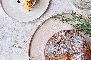 クリスマスパーティーを盛り上げるパネットーネとマテュースの食器