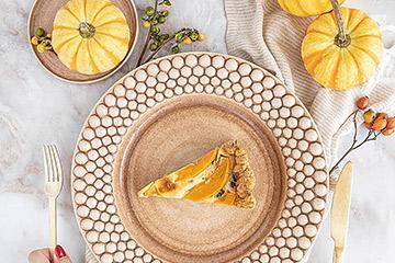 秋の味覚かぼちゃで、シックなハロウィンテーブルセッティング