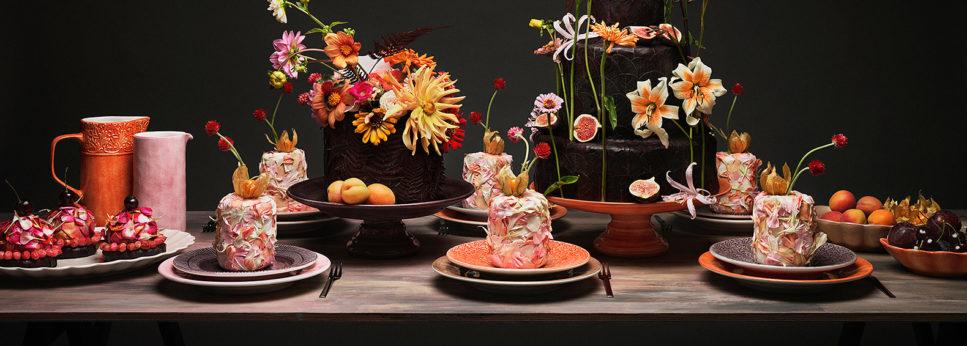 暖かな色の食器で秋を感じるテーブルコーディネート