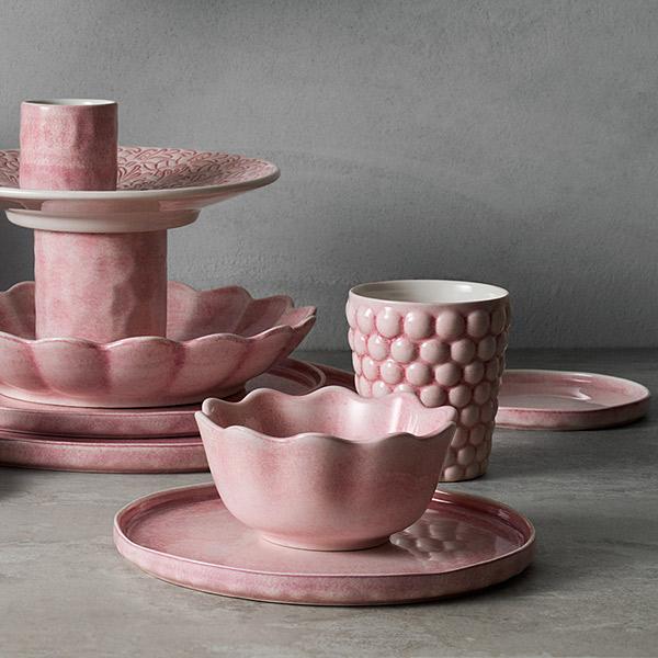 薄ピンクの食器