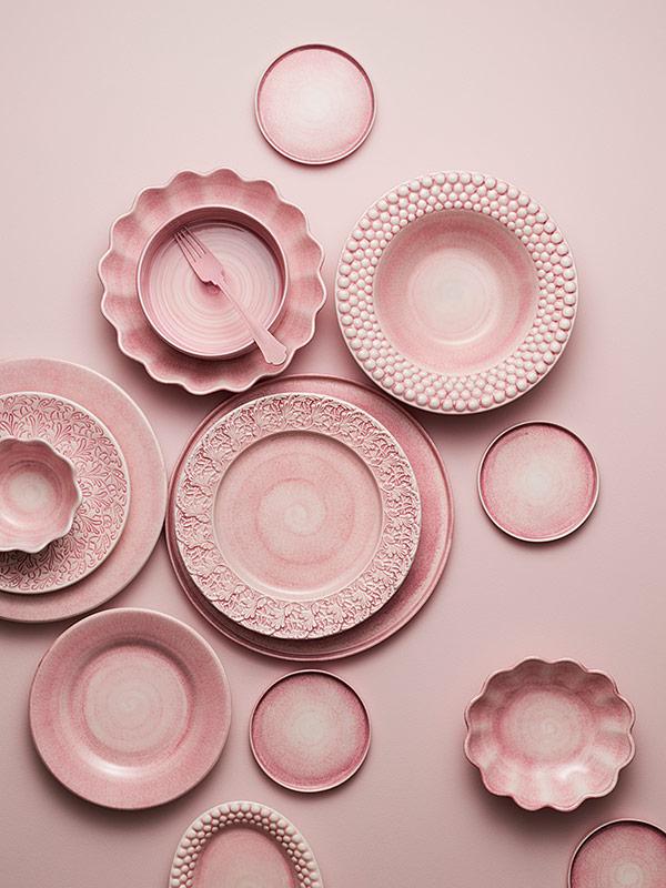 ピンク色のおしゃれな食器