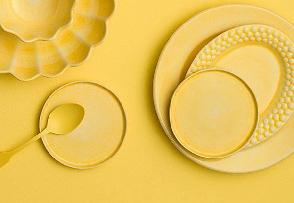 黄色い食器のテーブルコーディネート