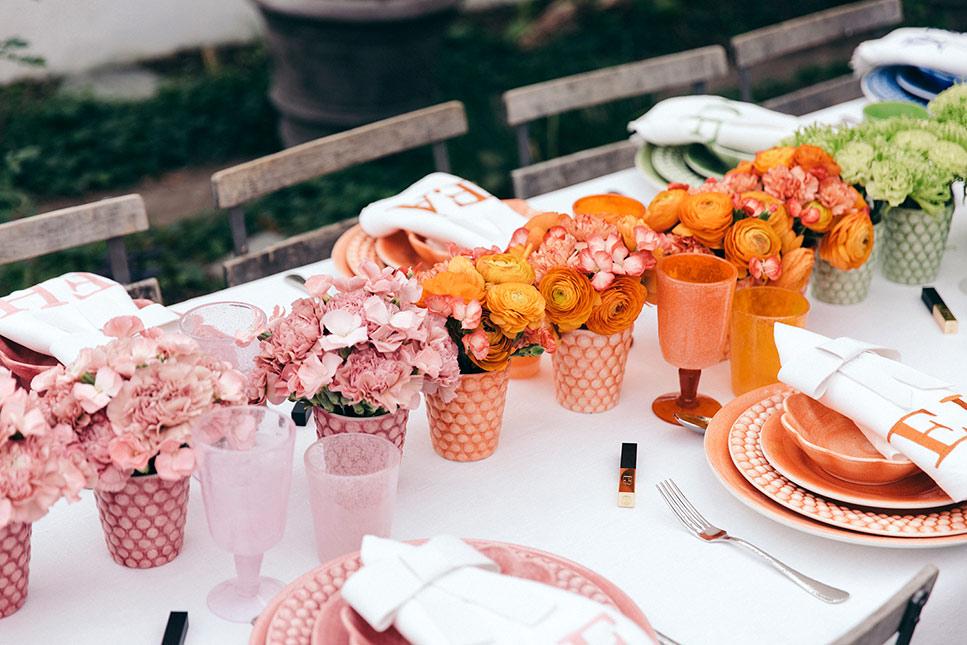 可愛いお花とカラフルなテーブルウェアでおもてなし