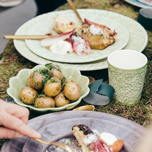 グリーンの食器でおしゃれにテーブルコーディネート