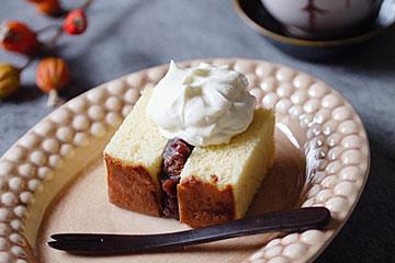北欧生まれのお皿に、和のお菓子を盛り付けたおしゃれな写真