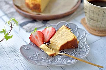 バスクチーズケーキが合うおしゃれな小皿。