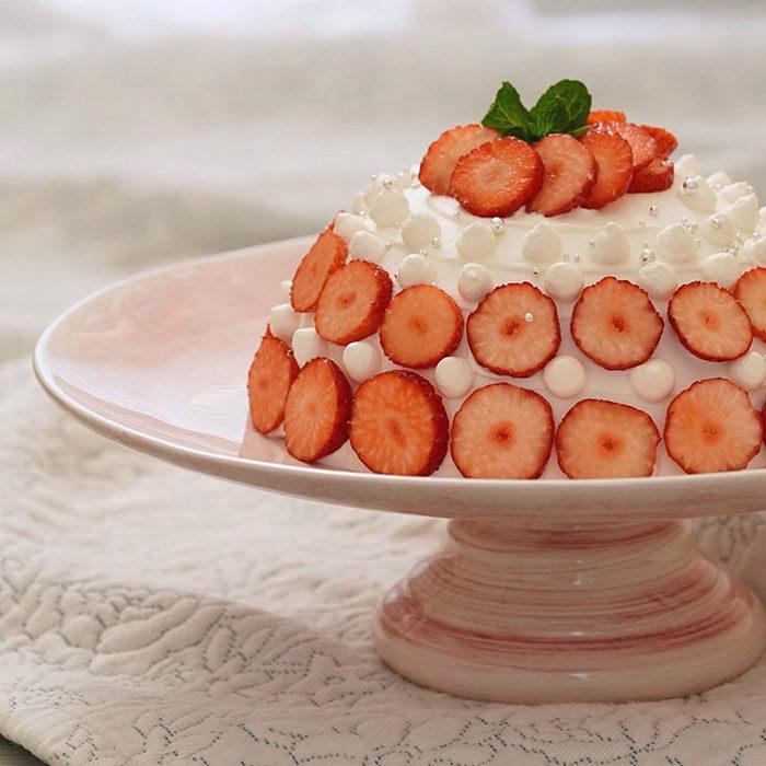 ライトピンク色のケーキスタンド