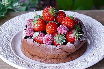 可愛いケーキがのったレース柄のお皿