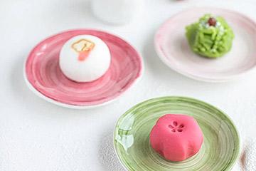 スウェーデンの陶器製小皿でお菓子セット