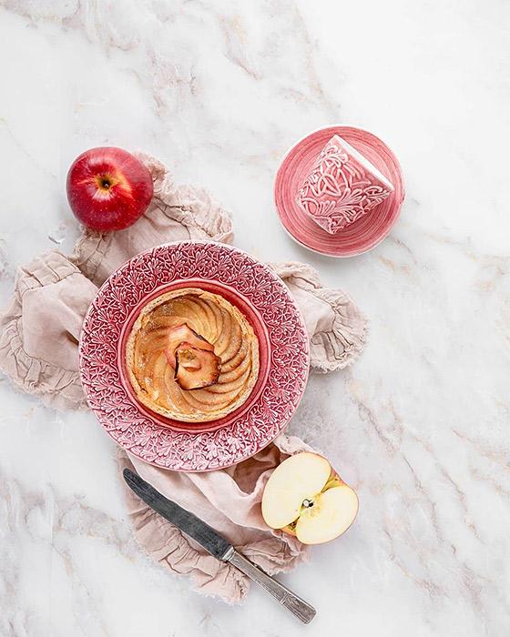 ピンクの食器でかわいいテーブルコーディネート