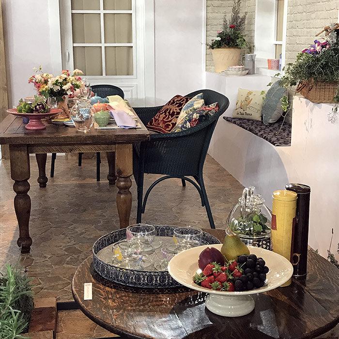 おしゃれなガーデンパーティーをイメージしたテーブルコーディネート