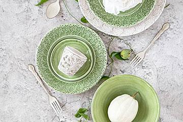 グリーンのお野菜が足らないなという時に、緑色の食器でぱっと色鮮やかなお料理に。