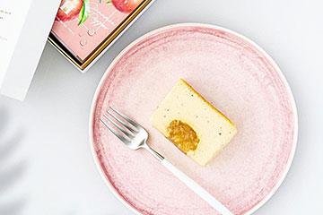 ライトピンク色のデザート皿で最高のおうちカフェ