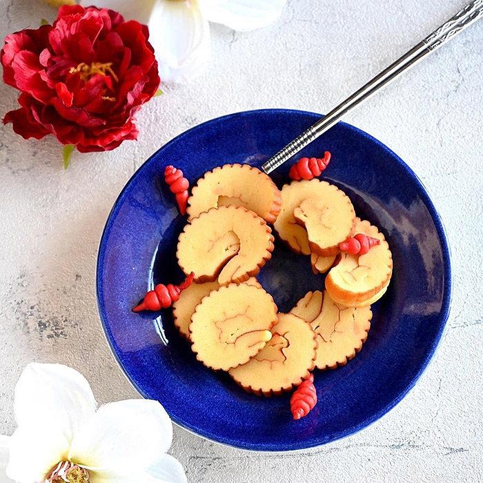 ブルーのお皿は洋食器としても和食器としても万能!