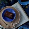ブルーとシナモンの食器でインスタ映えするテーブルスタイリング写真