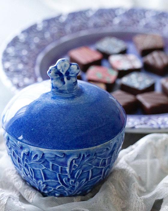 北欧食器マテュースの陶器製ふた付きレースボウル
