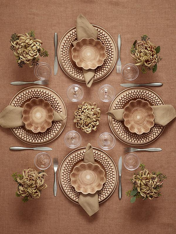 新色シナモンで秋をイメージしたテーブルコーディネート