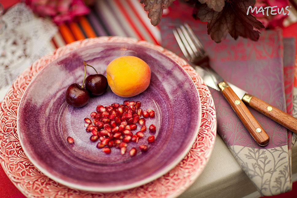 パープルとピンクのテーブルウェア