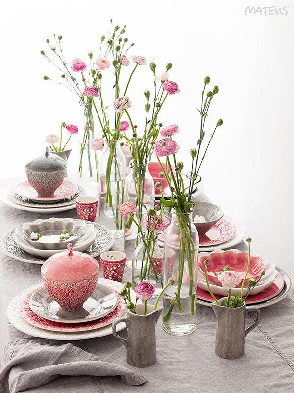 MATEUSのピンクを使った明るいテーブルコーディネート