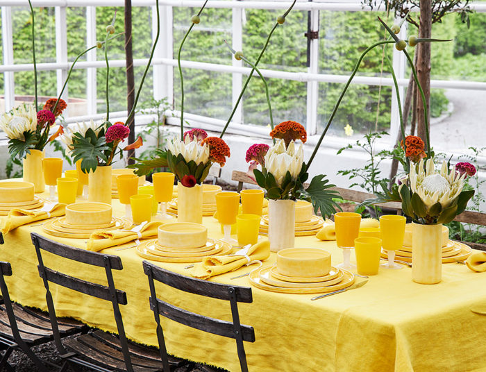 黄色い食器テーブルコーディネイト