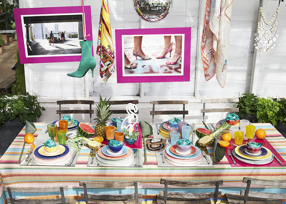 カラフルな食器でカラフルテーブルコーディネート