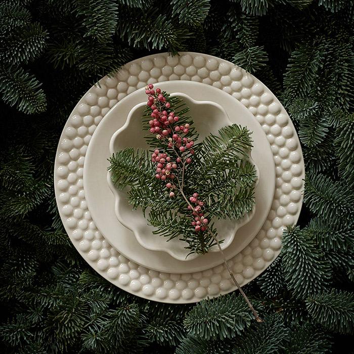 ベージュの食器でクリスマス