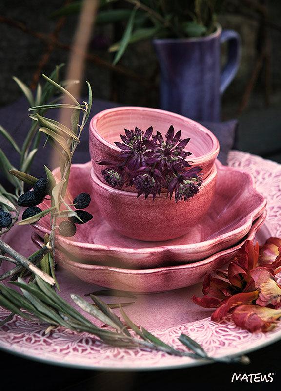 MATEUSのテーブルコーディネート ピンクの洋食器