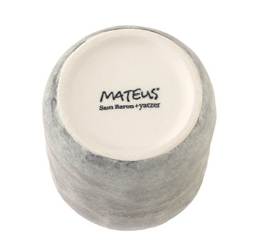 コップの裏には、北欧食器ブランドMATEUSのブランドロゴ
