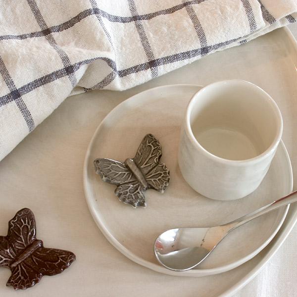 シンプルなコーヒーカップ&ソーサー