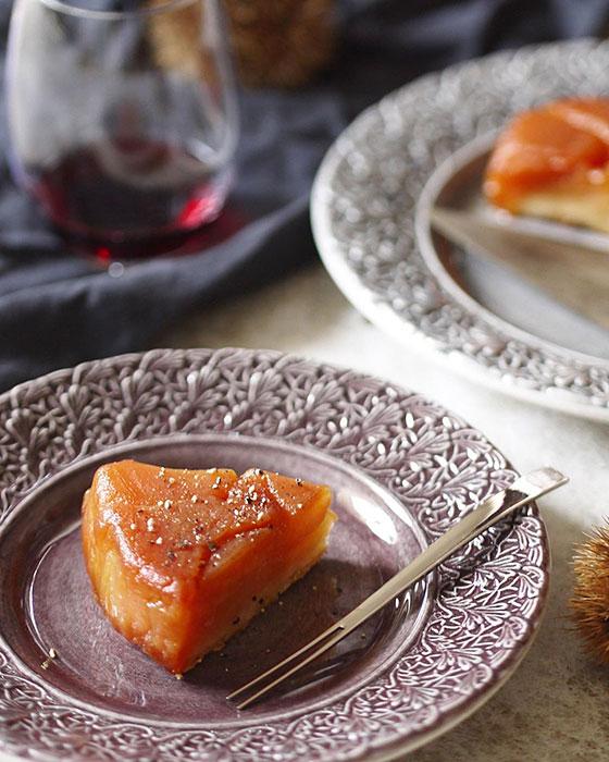 タルトタタンと陶器製ケーキ皿