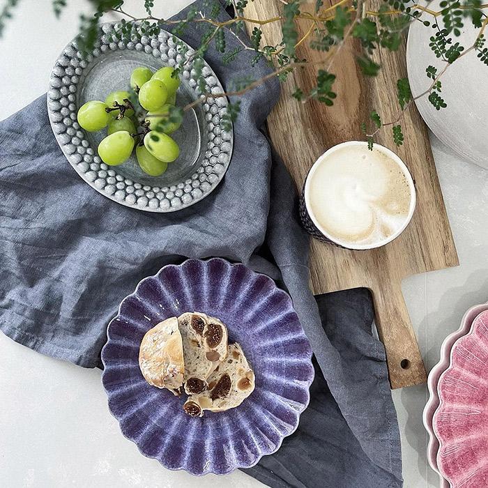 パープル色とグレー色の食器