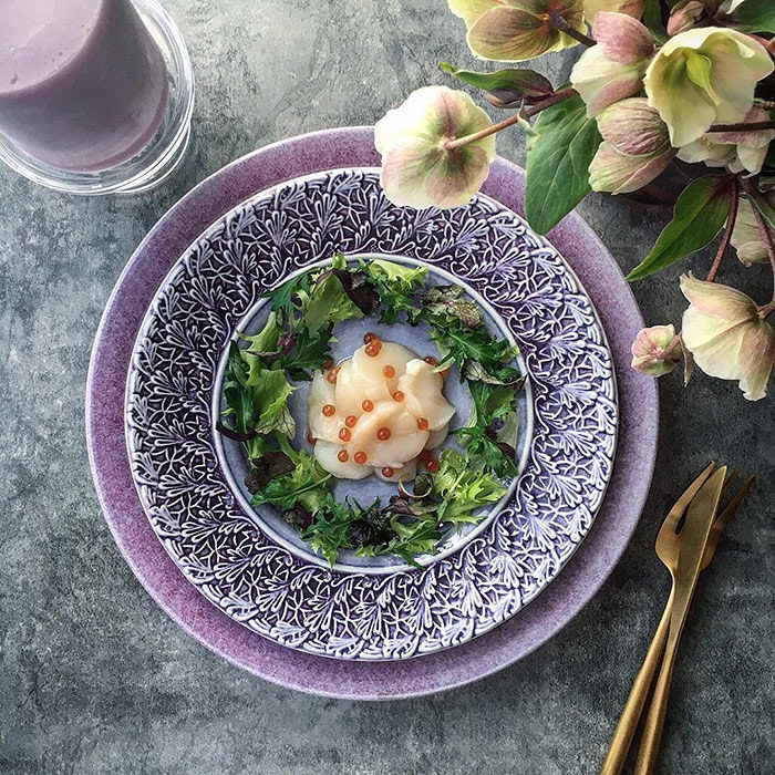 パープルの食器でテーブルコーディネート