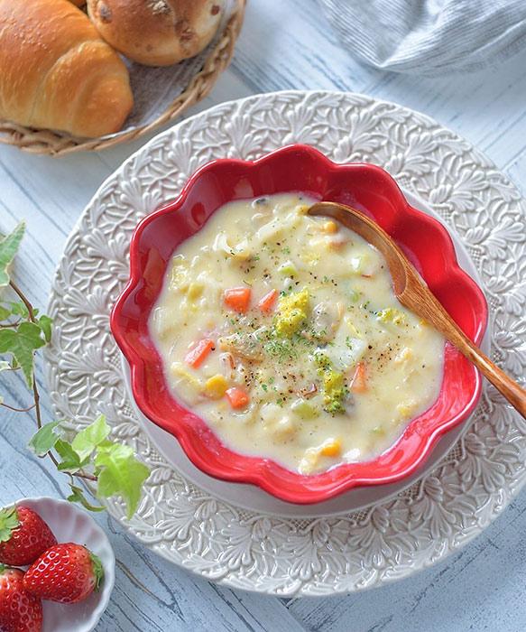 赤いスープボウル