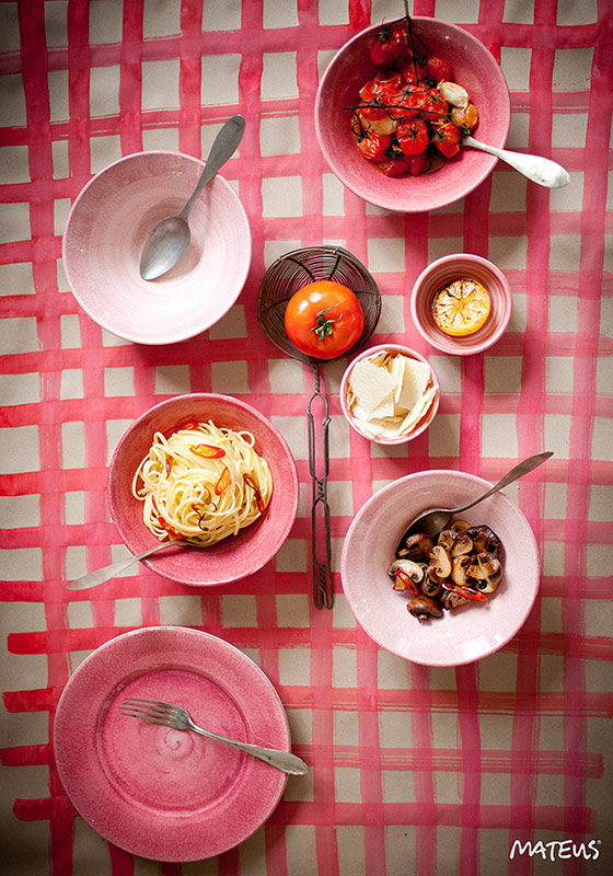 ライトピンクとピンクの食器 テーブルセッティング