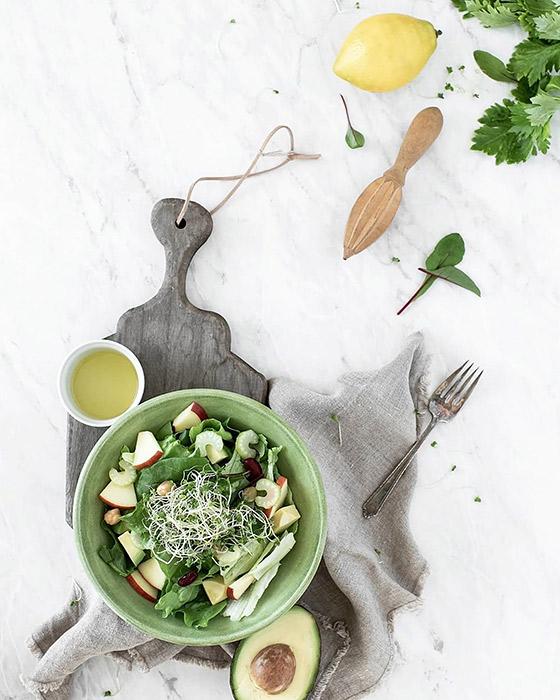 お野菜たっぷりのグリーン色のサラダボウル