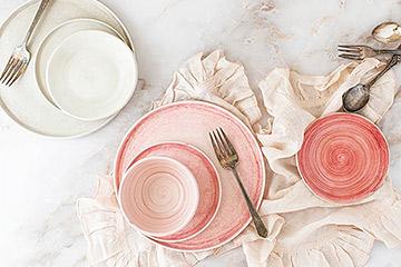 ピンク・ライトピンク・タンジェリンのテーブルウェア