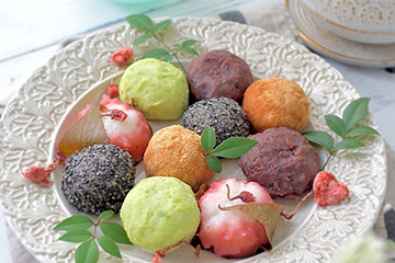 和菓子をのせて和食器としてもおすすめのお皿
