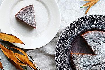 直径20cmのホールケーキがのるサイズの大きなお皿