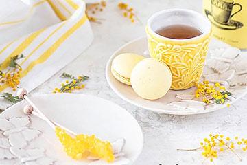 春色カラーの黄色のティーカップ