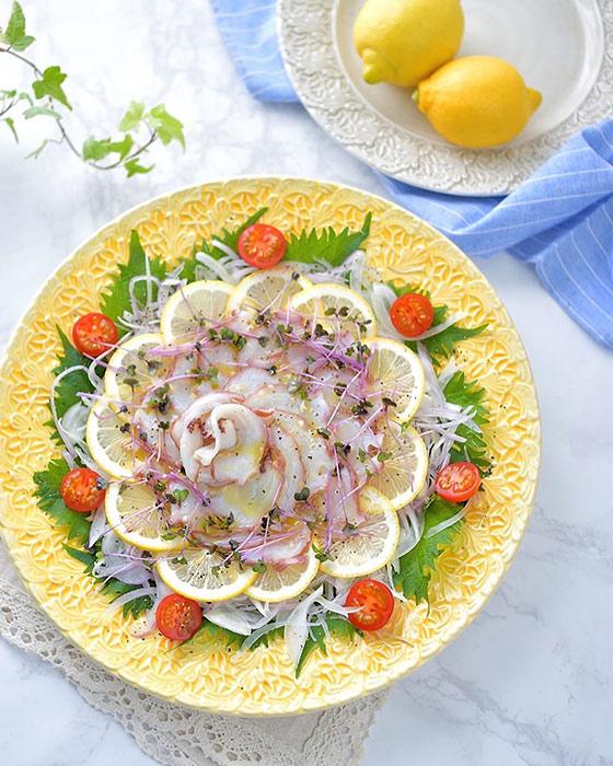 盛り皿として使用した黄色い大皿